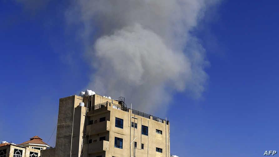 تصاعد الدخان إثر غارة جوية على صنعاء