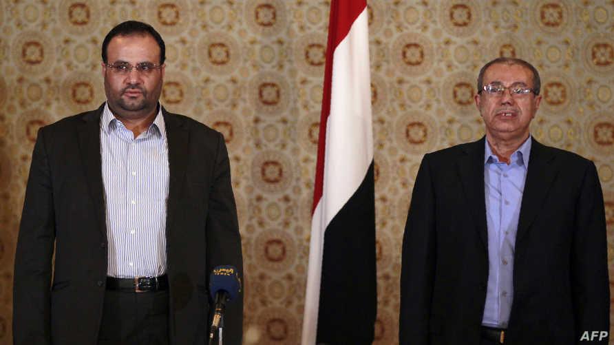 صالح الصامد (عن الحوثيين) وصادق أمين أبو راس (يمين) نائب رئيس حزب المؤتمر الشعبي العام