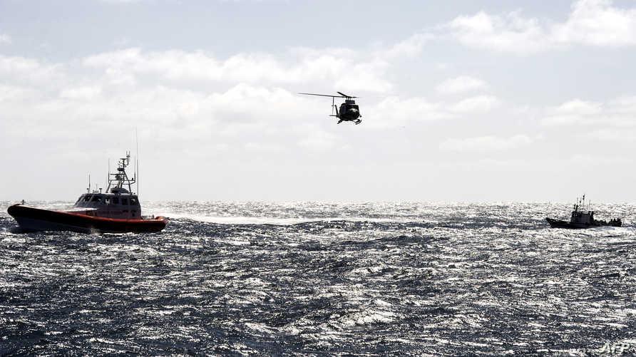 قارب صغير يحمل مهاجرين قرب إيطاليا
