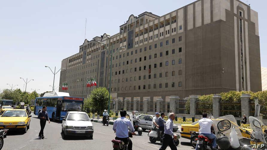 مبنى مجلس الشورى الإيراني بعد يوم على الهجوم الذي استهدفه