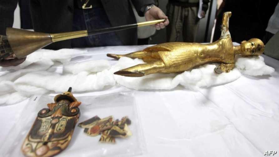 قطعة أثرية مصرية هي عبارة عن تمثال ذهبي للملك توت عنخ آمون كانت قد سرقت من المتحف المصري واستعيدت