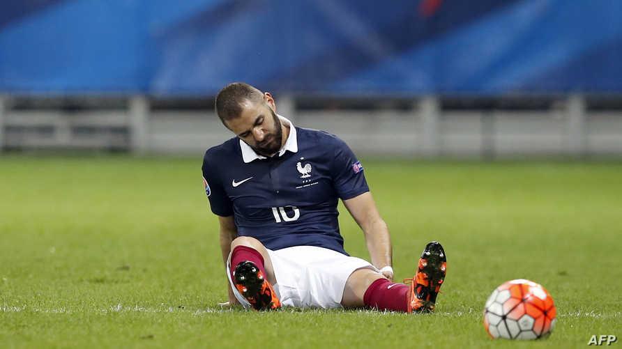 كريم بن زيمة خلال لقاء مع منتخب فرنسا- 2015
