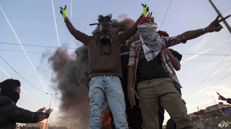 متظاهرون عراقيون ضد الفساد ونقص الخدمات في البصرة
