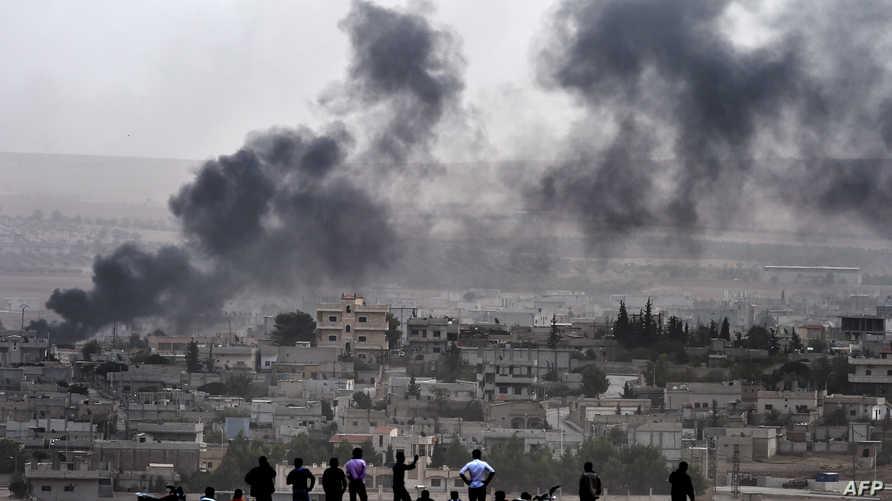 الدخان يتصاعد فوق كوباني خلال معارك- أرشيف