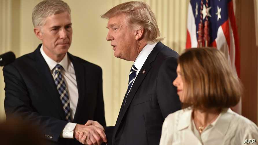 الرئيس ترامب مع القاضي نيل غورسيتش