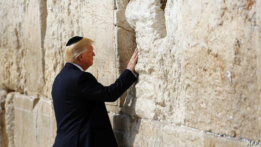 دونالد ترامب أمام حائط المبكى