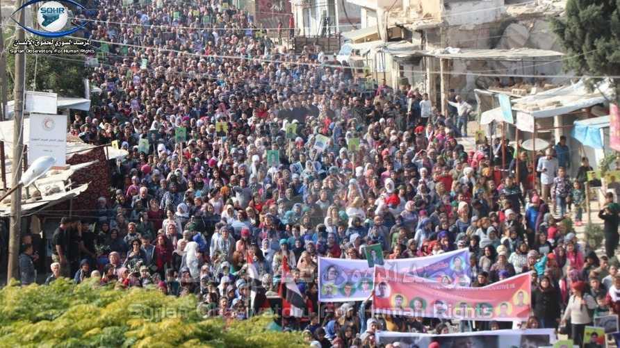 صورة نشرها المرصد السوري للمتظاهرين في تل رفعت