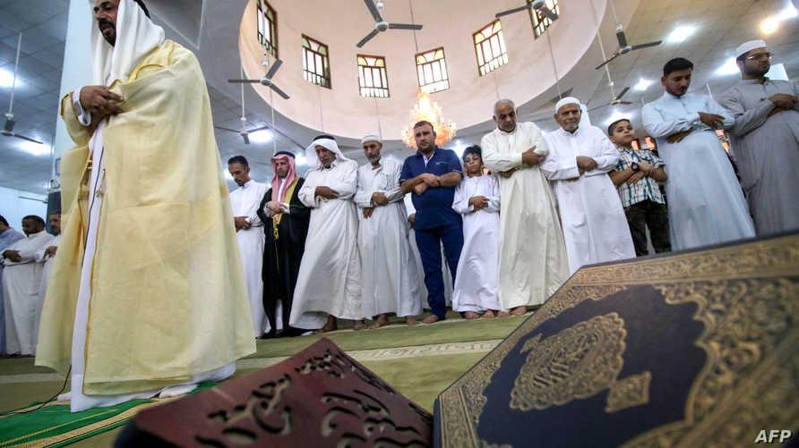 صلاة العيد في أحد جوامع البصرة العراقية