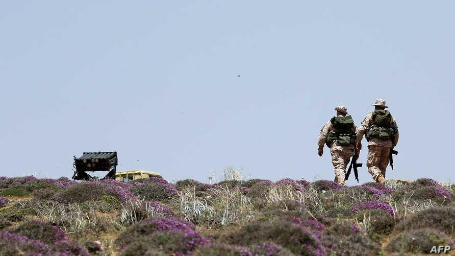 مقاتلان من حزب الله-أرشيف