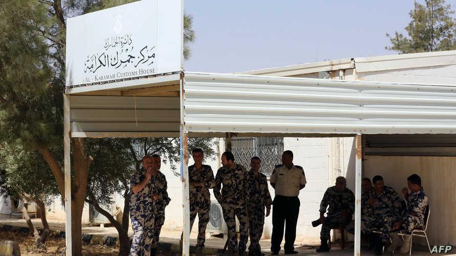 عناصر في قوات الأمن الأردنية قرب معبر الكرامة الحدودي مع العراق