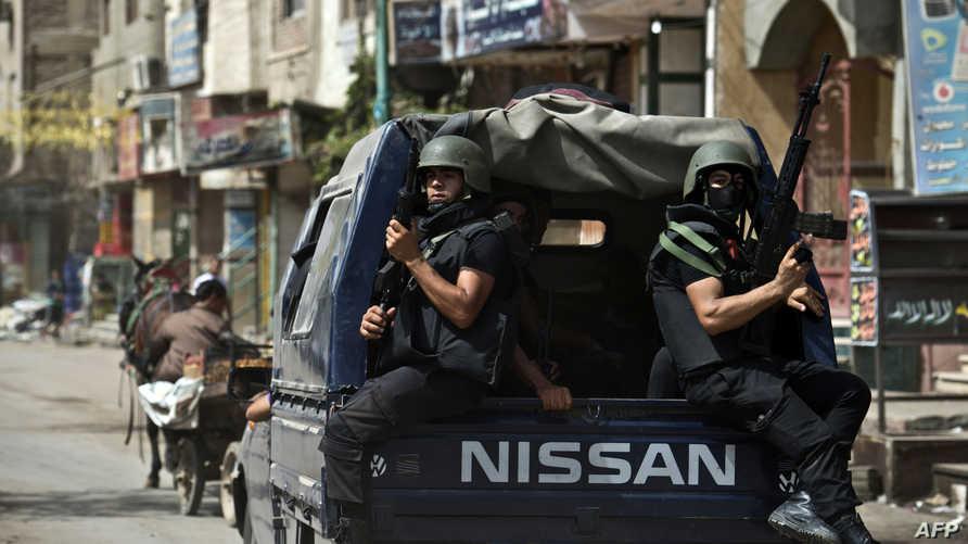 عناصر من الشرطة المصرية في كرداسة، إحدى قرى محافظة الجيزة