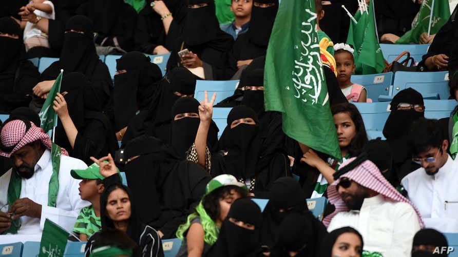 سعودية ترفع علامة النصر في ملعب الملك فهد