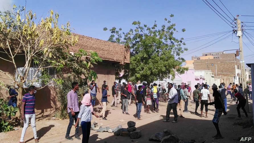 سودانيون خلال مظاهرة في الخرطوم