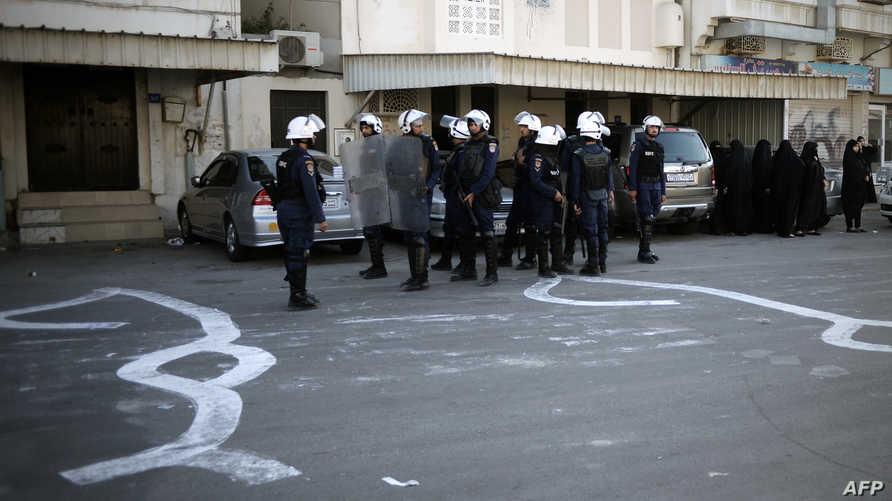 عناصر من الأمن البحريني قرب المنامة-أرشيف
