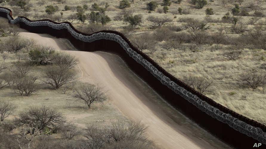 جانب من الجدار الحدودي بين أريزونا الأميركية والمكسيك