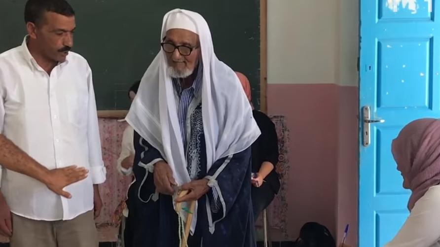 البغدادي نيني يدلي بصوته في الانتخابات الرئاسية التونسية