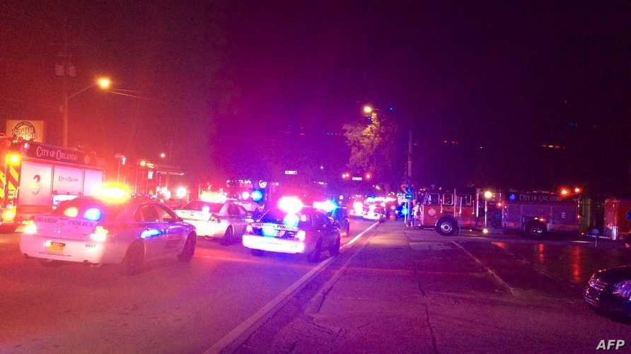 الشرطة في موقع إطلاق نار في ملهى بأورلاندو في فلوريدا الشهر الماضي