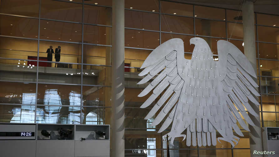 الصقر الفيدرالي الألماني يظهر في مجلس النواب في برلين - 5 ديسمبر 2015
