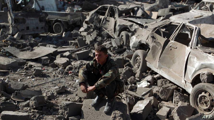 مخلفات غارات الطائرات السعودية قرب مطار صنعاء