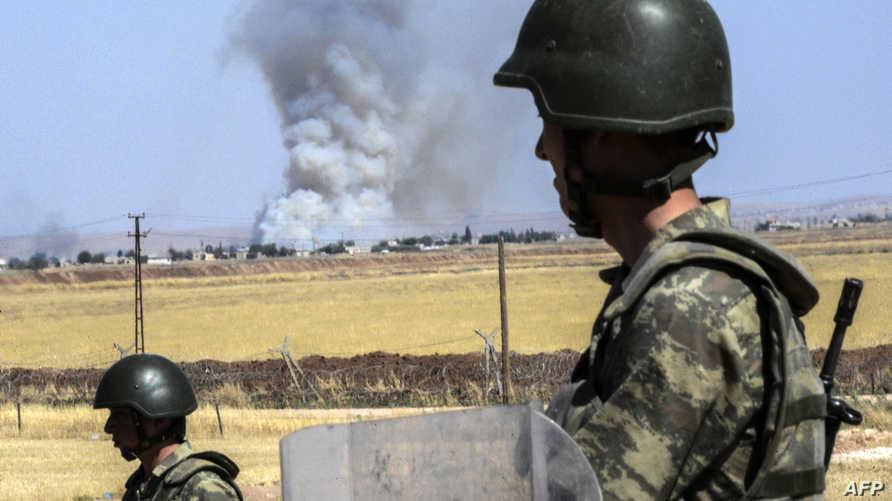 جندي تركي على الحدود مع سورية