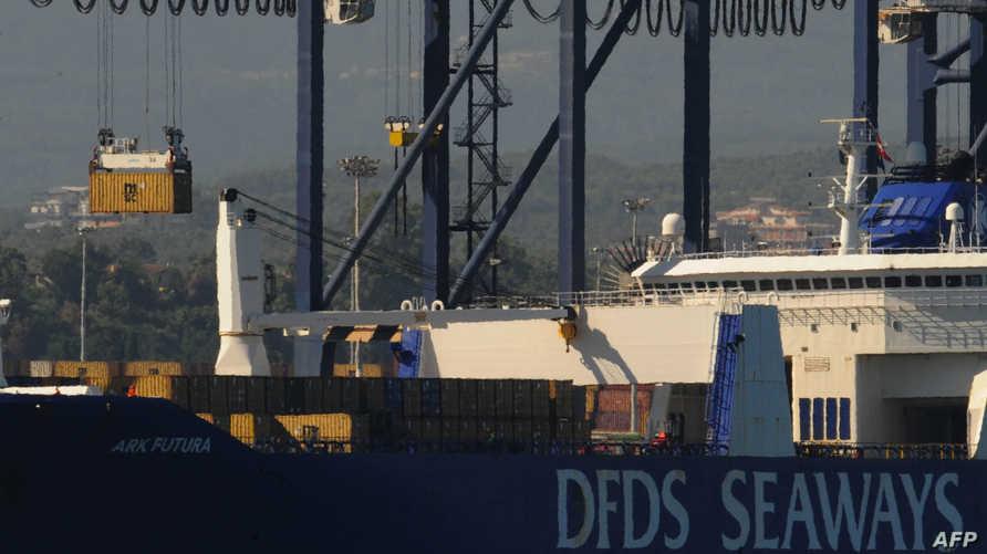 نقل الأسلحة الكيميائية السورية بين سفينة نرويجية وأخرى أميركية تمهيدا لمعالجتها
