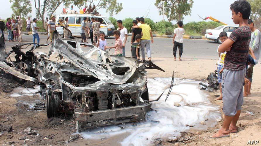 صور التفجير الذي استهدف محافظ عدن
