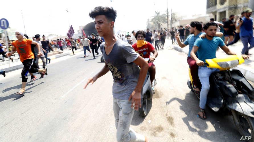 جانب من مظاهرة في البصرة أعقبت جنازة أحد ضحايا المواجهات