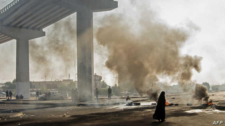 المتظاهرون سيطروا على جسرين في الناصرية قبل تصدي الأمن لهم