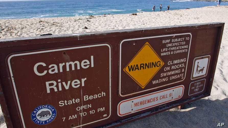 شاطئ كارمل في كاليفورنيا