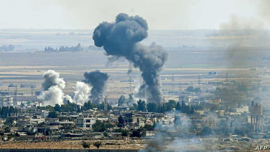 الدخان يتصاعد من مدينة راس العين السورية خلال مواجهات تركية ضد الأكراد