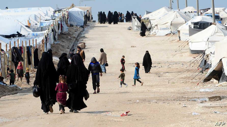 نساء في مخيم الهول في محافظ الحسكة السورية في 28 مارس 2019