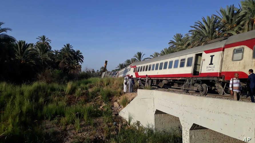 حادث سابق  لخروج قطار في مصر عن سكته