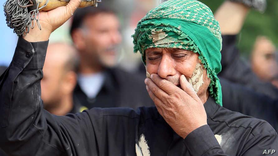 عراقي يحيي شعائر عاشوراء