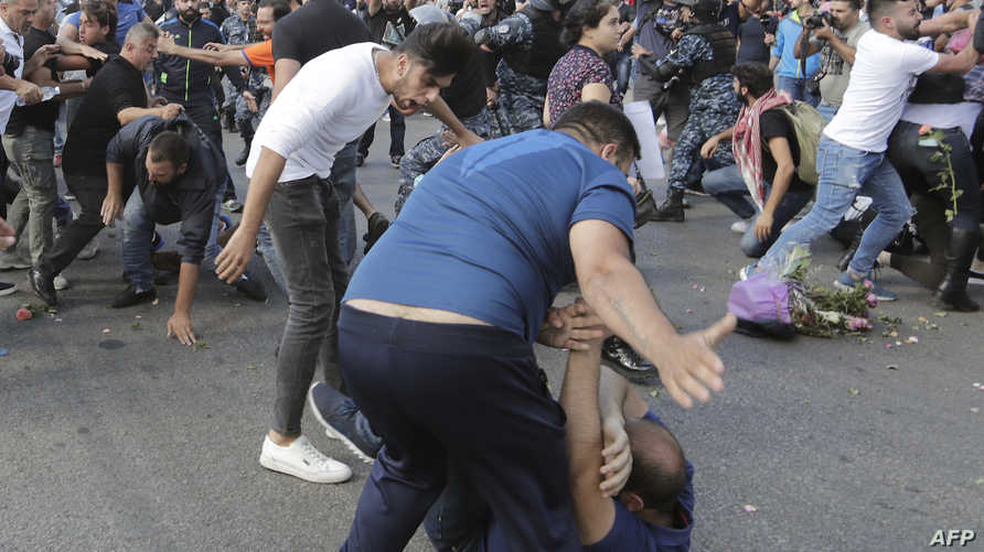 Lebanese demonstrators clash with counter-protesters