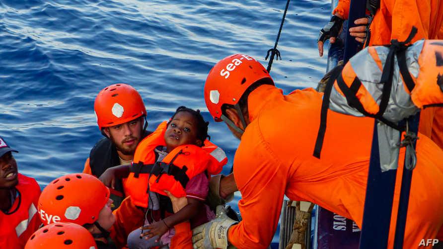 إنقاذ مهاجرين قبالة السواحل الليبية