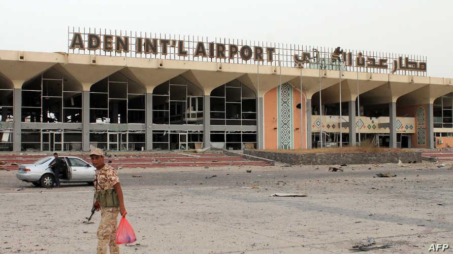 قوات هادي أمام مطار عدن