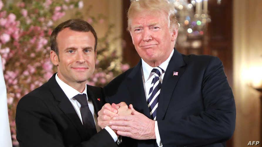 الرئيس الأميركي مستقبلا الرئيس الفرنسي