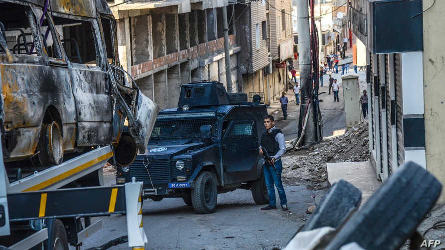 سيارات شرطة تركية في منطقة سيلفان بدياربكر بعد مواجهات مع المسلحين الأكراد الشهر الماضي