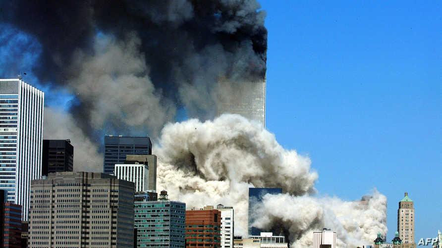 سحابة من الدخان في سماء مدينة نيويورك بعد هجمات استهدفت المدينة في أيلول/سبتمبر 2001.