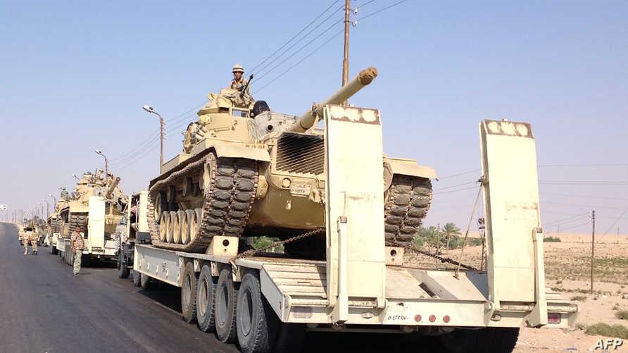 آليات للجيش المصري في سيناء -أرشيف