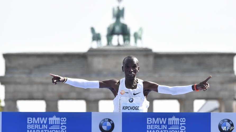 البطل الأولمبي الكيني إيليود كيبتشوغ