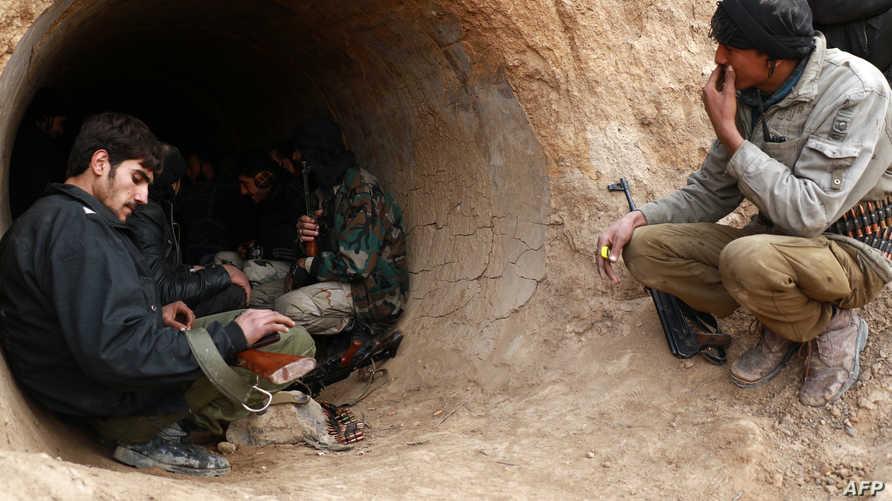 مقاتلون من فصائل المعارضة السورية خلال عملية في الغوطة الشرقية- أرشيف