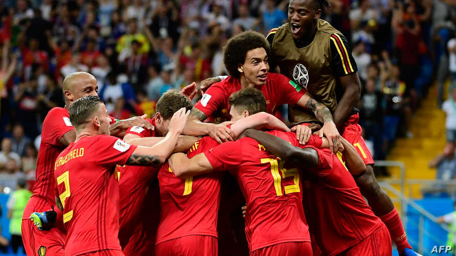 لاعبو بلجيكا يحتفلون بهدف الفوز أمام اليابان