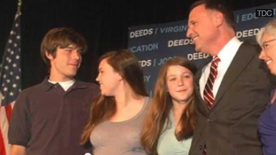 عضو مجلس الشيوخ كريغ ديدز رفقة عائلته