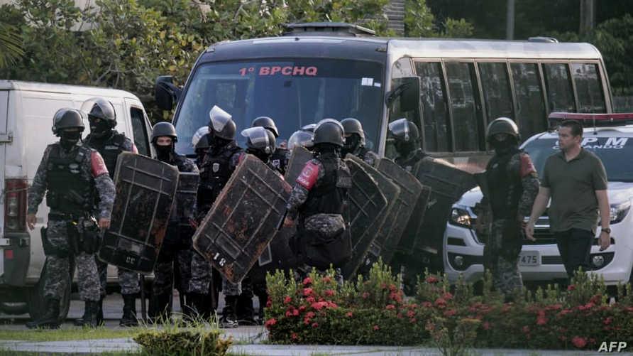 شرطة مكافحة الشغب بالقرب من سجن برازيلي (أرشيف)
