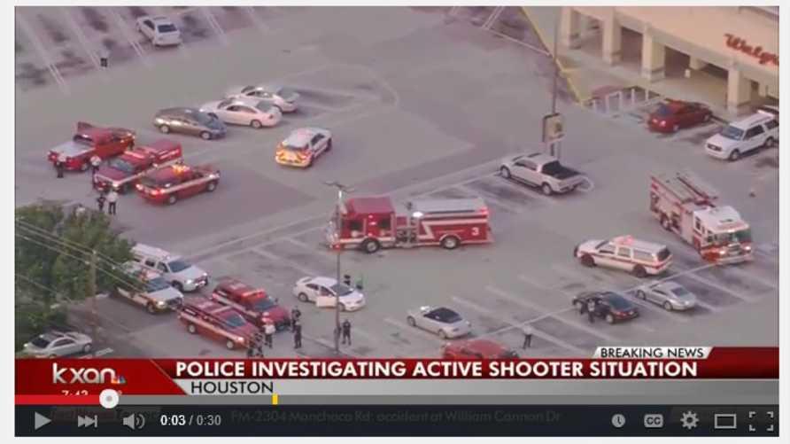 صورة ملتقطة من فيديو على موقع يوتيوب تظهر سيارات الشرطة والإطفاء والإسعاف في موقع إطلاق النار في هيوستن