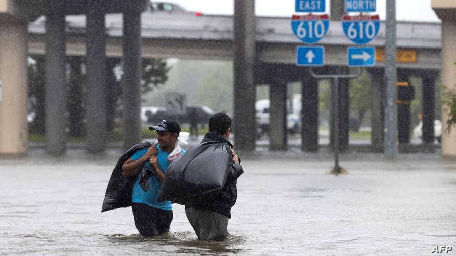 من المتوقع أن يطلب أكثر من 450 ألف شخص المساعدة بسبب السيول التي وقعت بعد وصول هارفي لليابسة