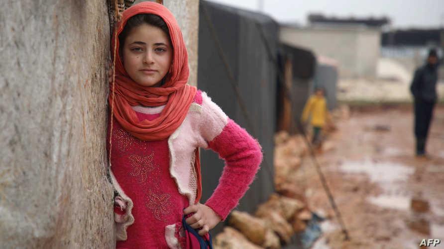 نازحة سورية في شمالي سوريا عند الحدود مع تركيا