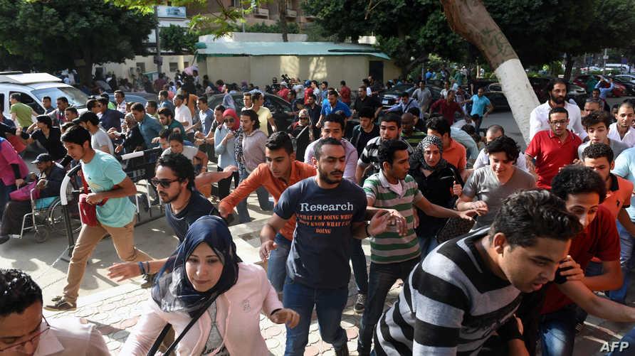 مصريون خلال مظاهرة ضد ترسيم الحدود البحرية مع السعودية في القاهرة