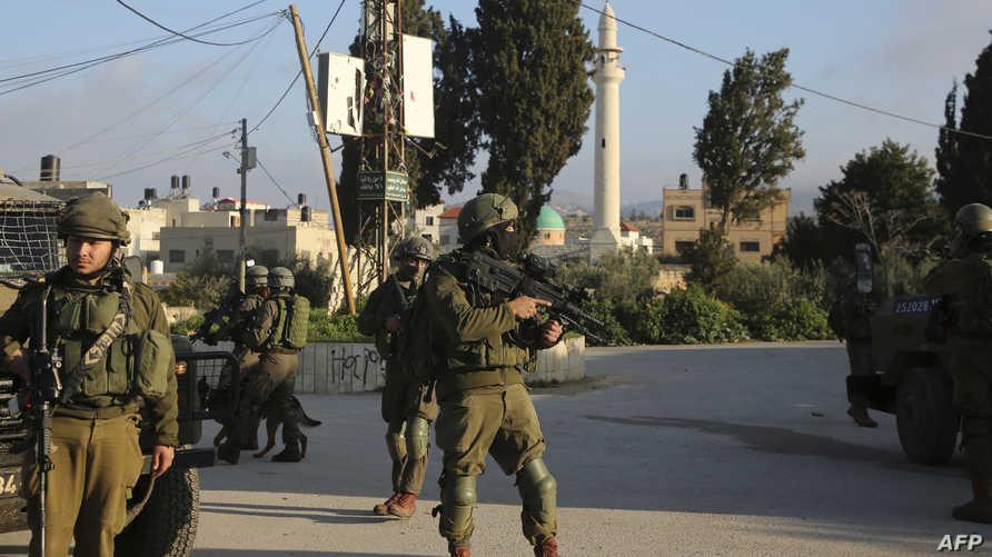 عناصر الجيش الإسرائيلي خلال عملية البحث عن منفذ الهجوم